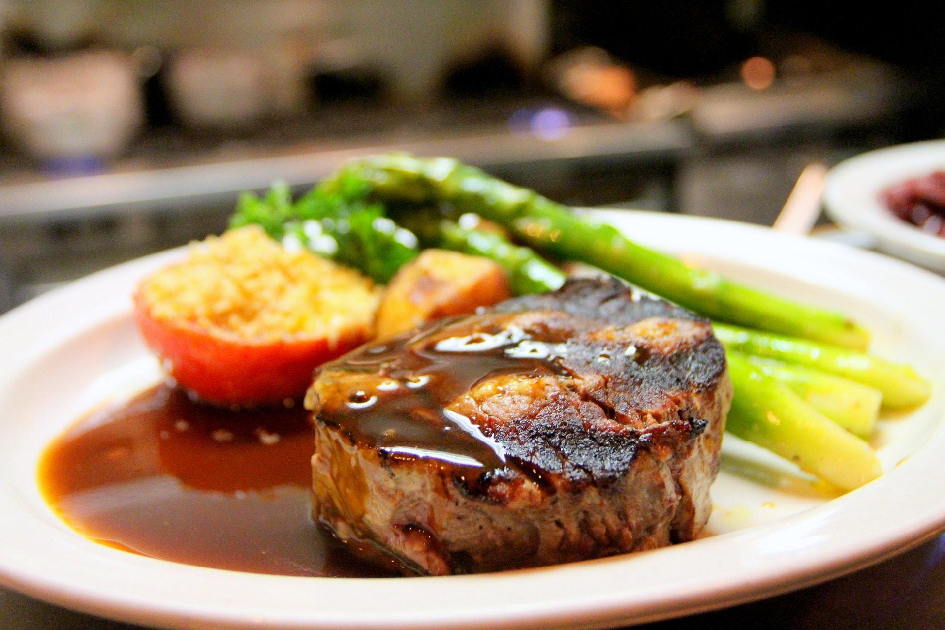 9 prostych reguł na wyśmienite mięsne sosy